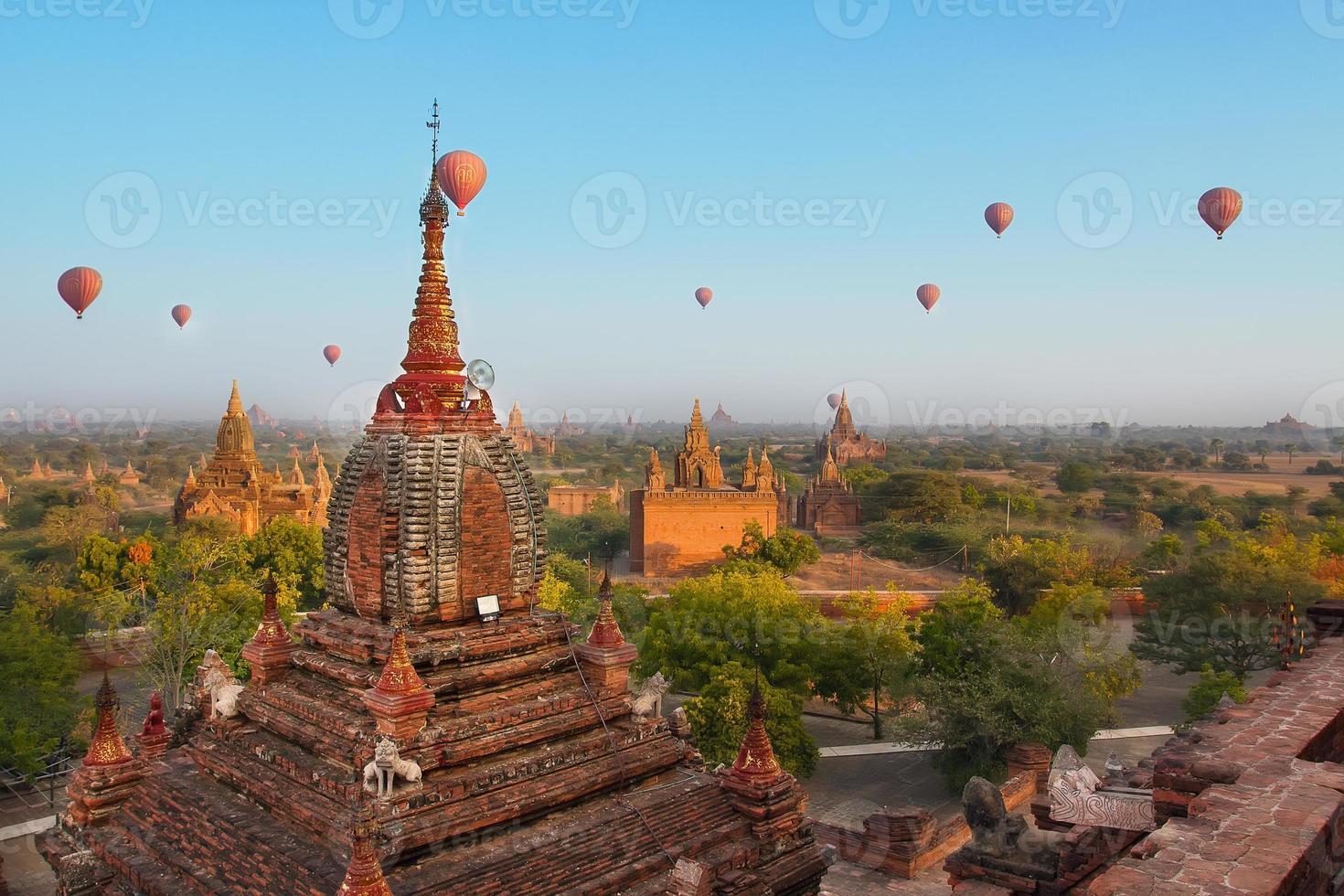 Balloon travel in Bagan, Myanmar photo