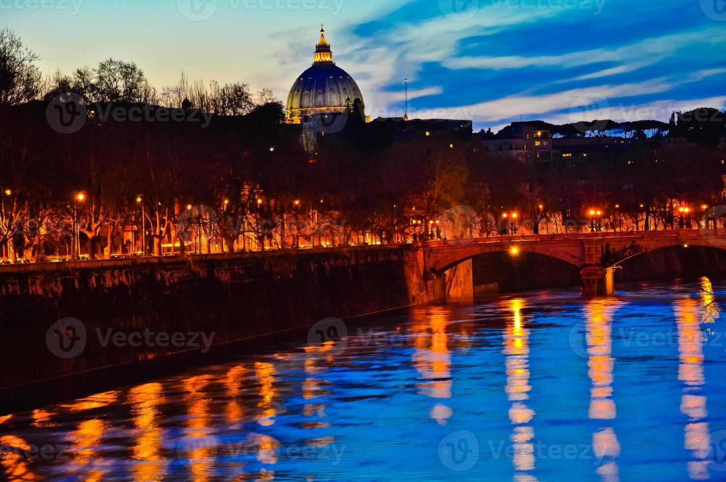 Vaticano y el río Tíber foto