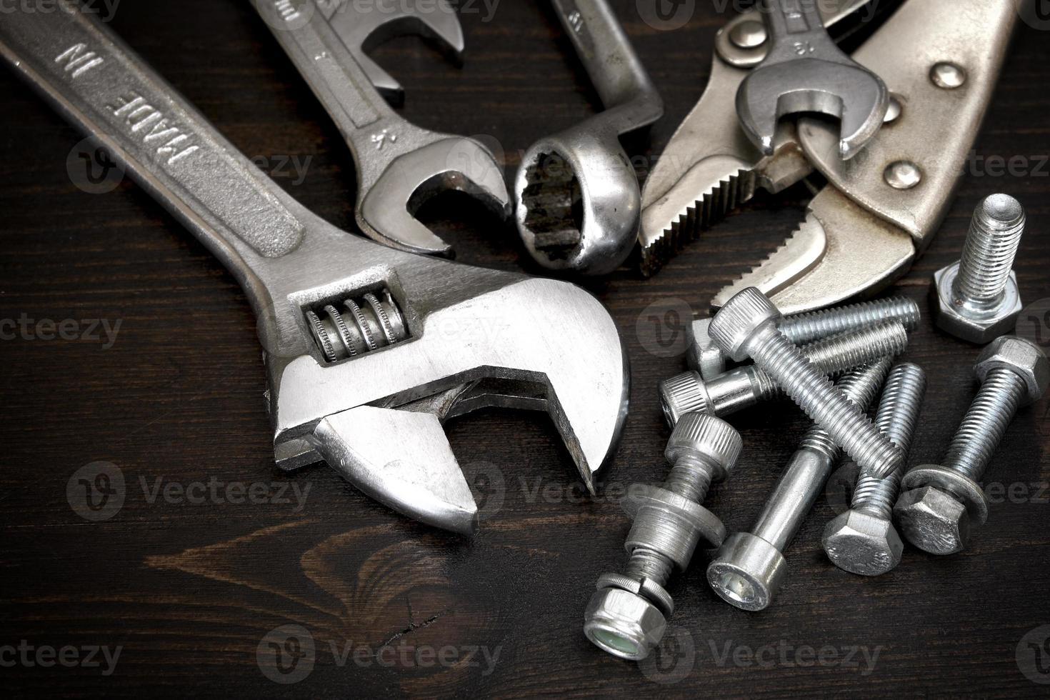 tuercas, pernos y herramientas foto