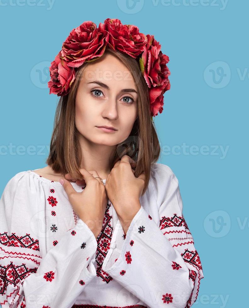 niña en el traje nacional ucraniano foto