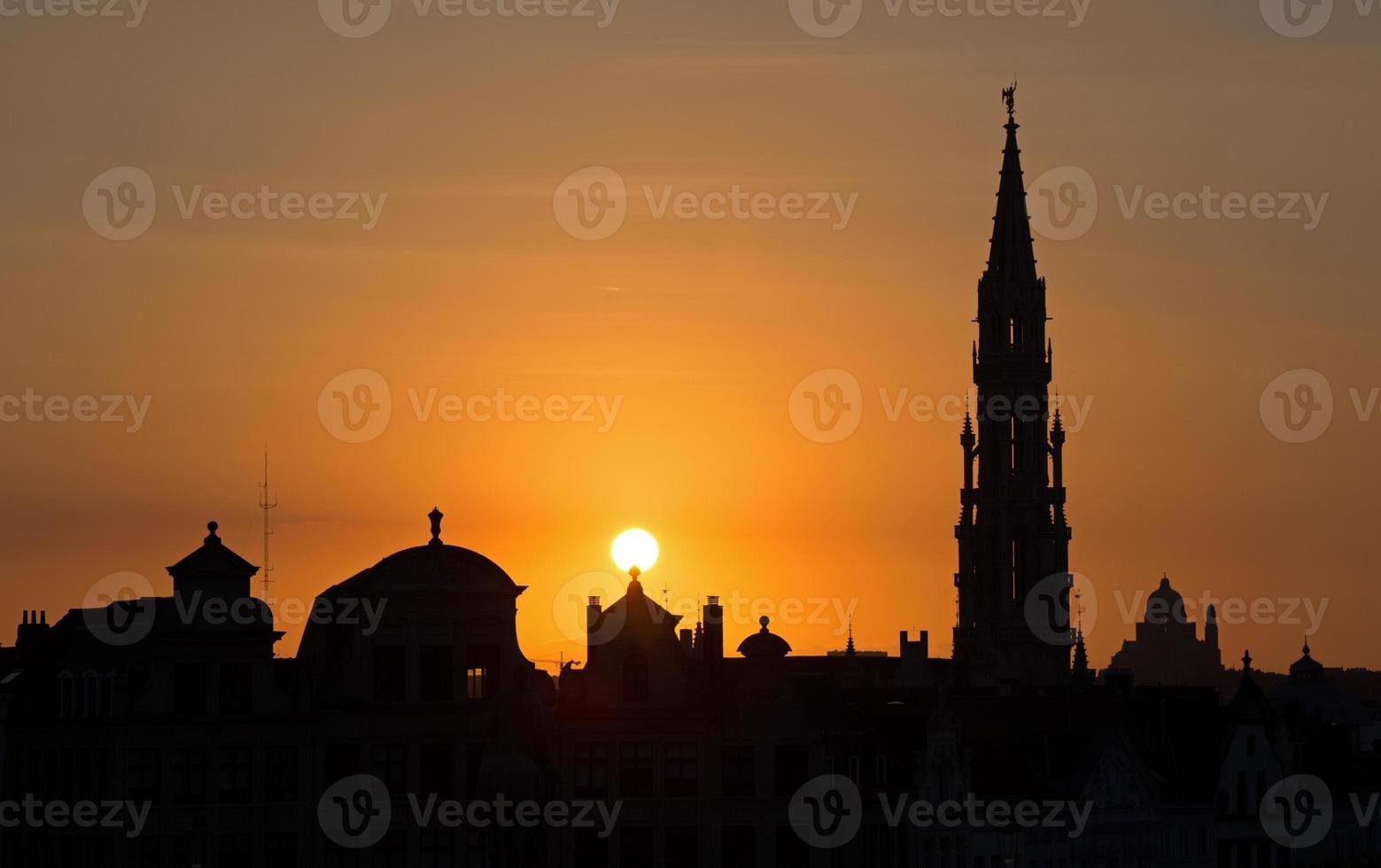 bruselas - silueta de monts des arts en la noche. foto