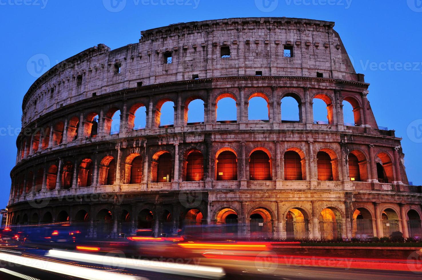 Anfiteatro Flavio o coliseo en Roma, Italia foto
