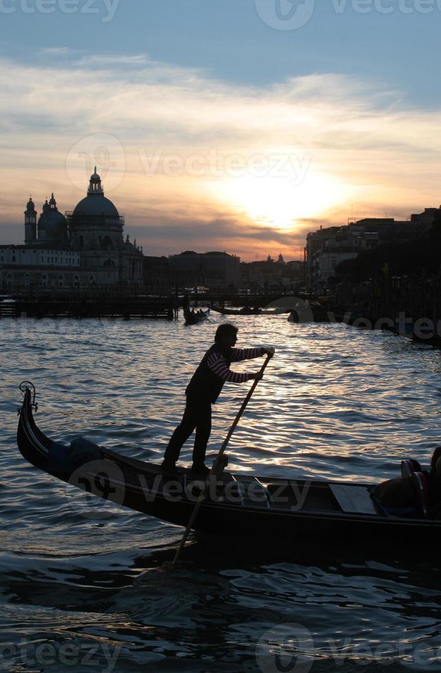 gondolero en venecia foto