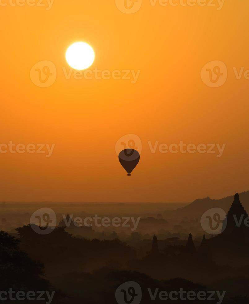 Bagan al amanecer, myanmar foto