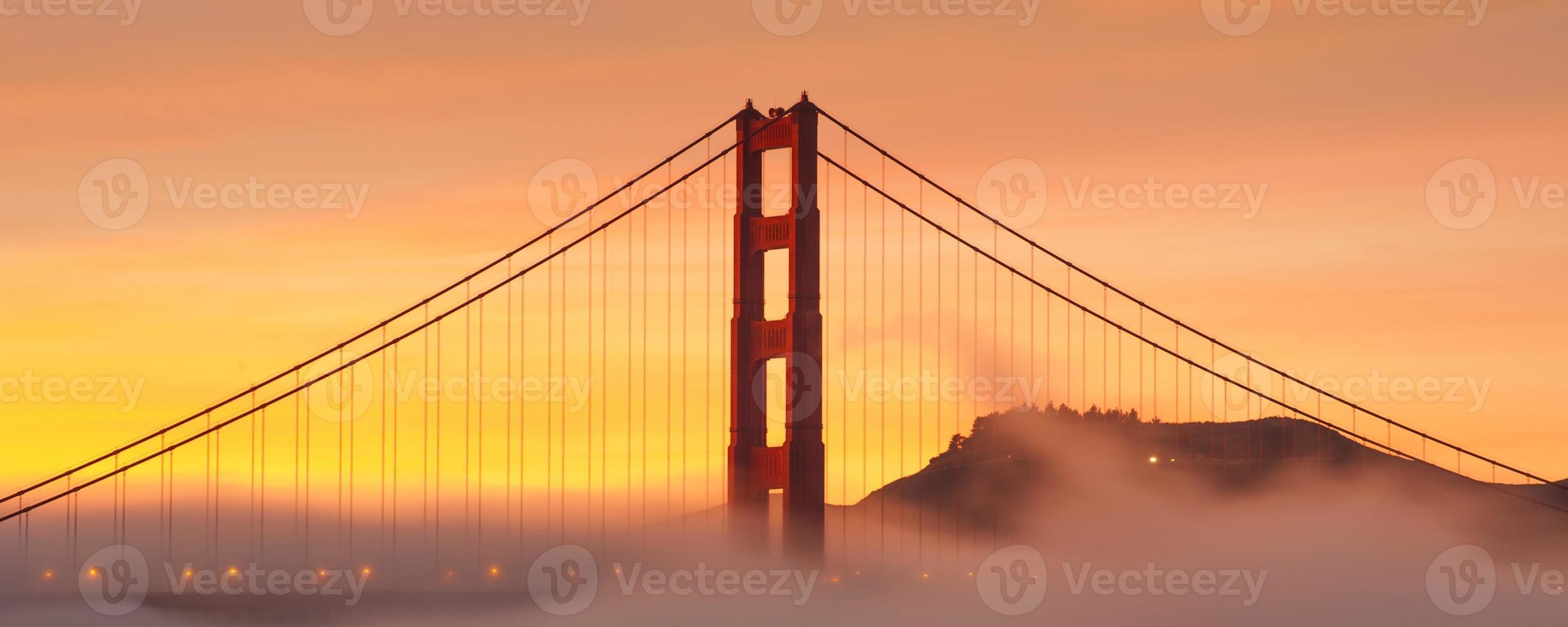 puente Golden Gate al amanecer foto