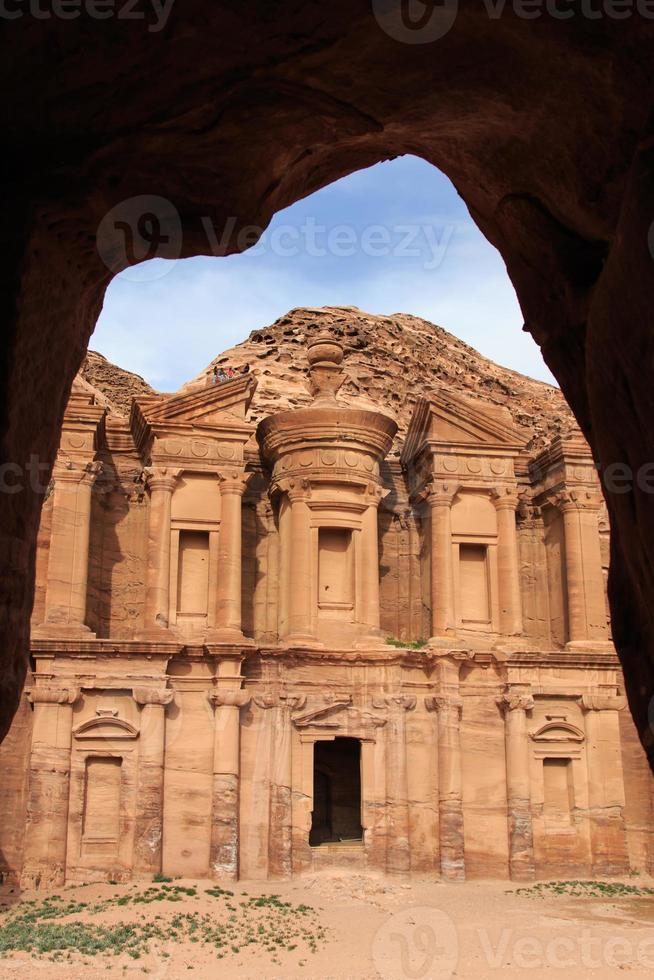 antiguo templo en petra, jordania foto