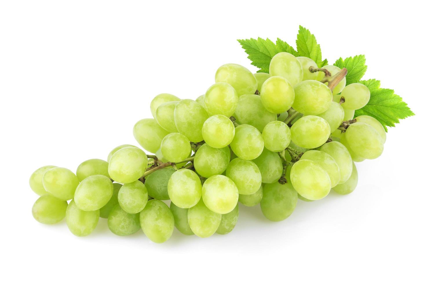 uvas aisladas sobre fondo blanco foto