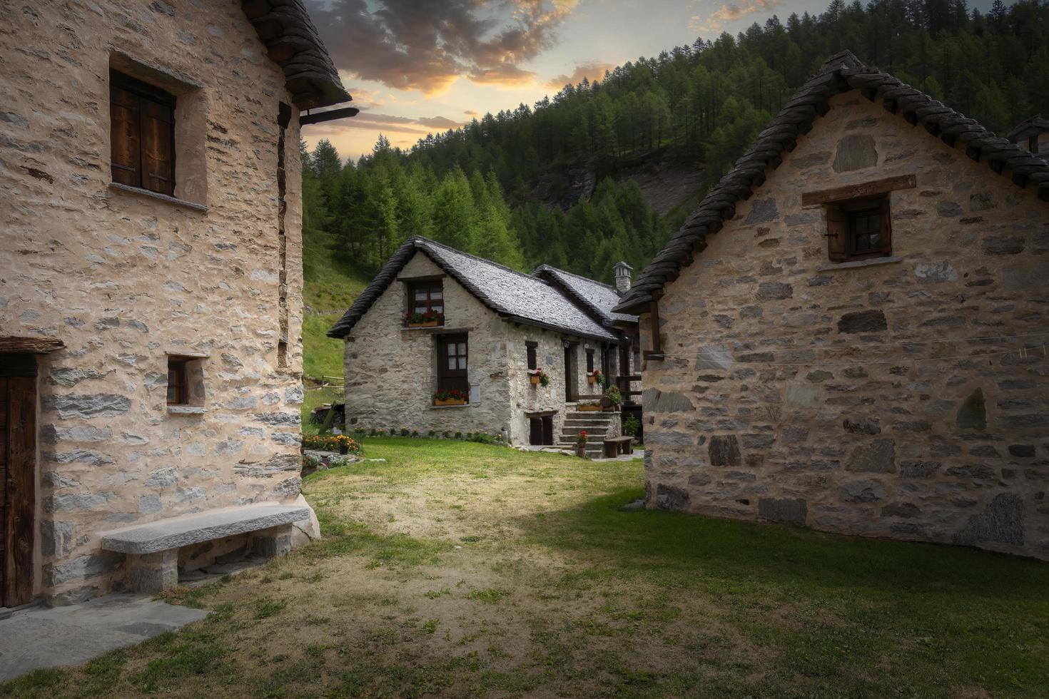 vista de un pueblo alpino foto