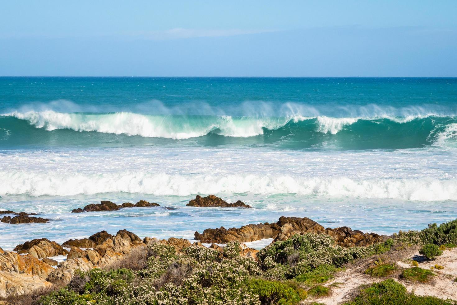 Ocean waves during the day photo