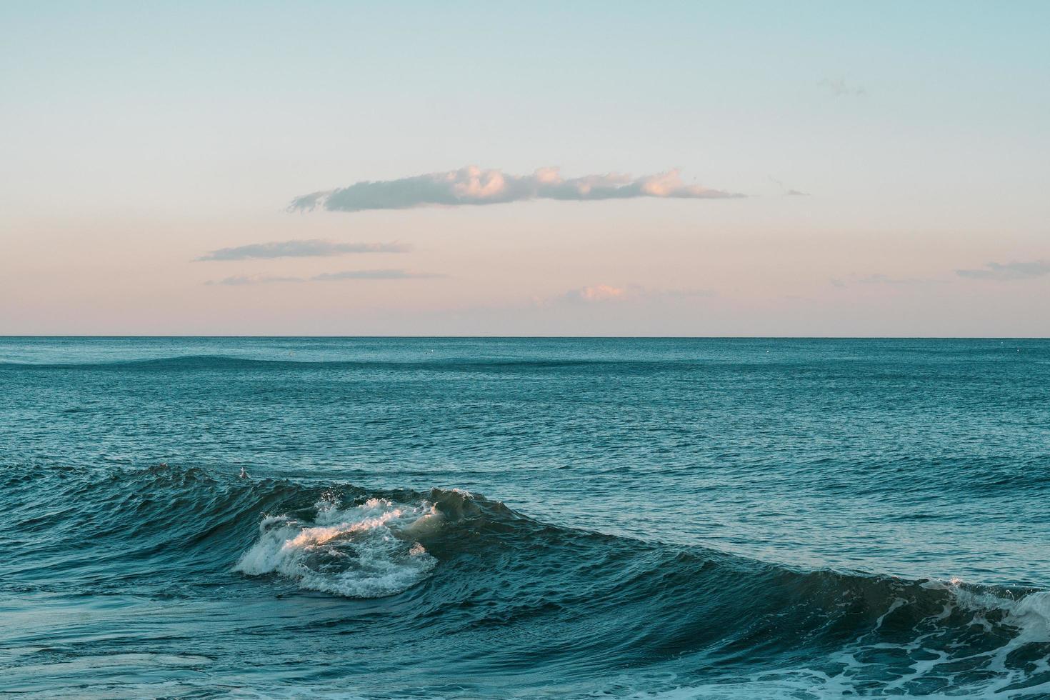 ola oceánica azul foto