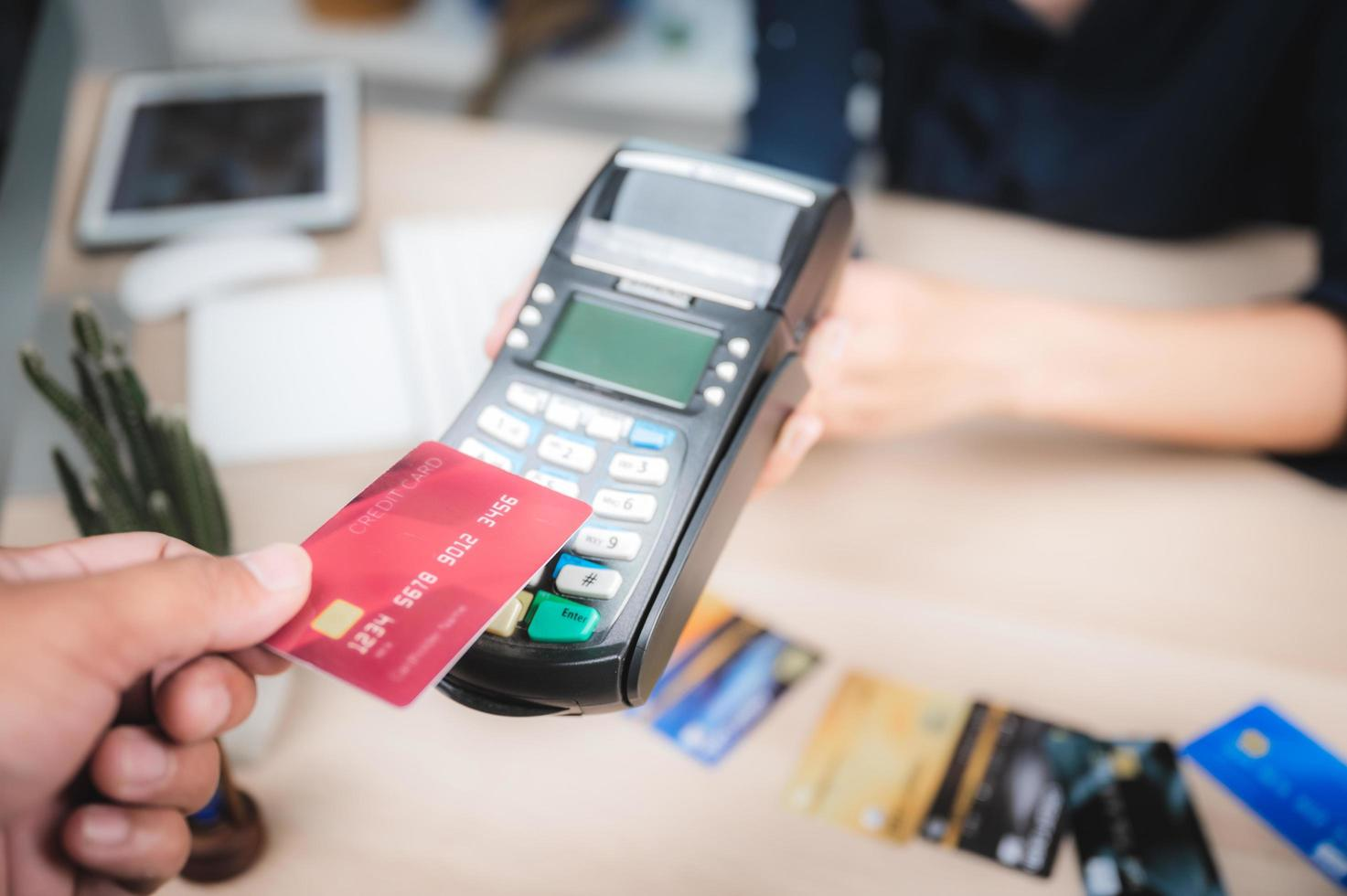 Consumer is paying for service with credit card  photo