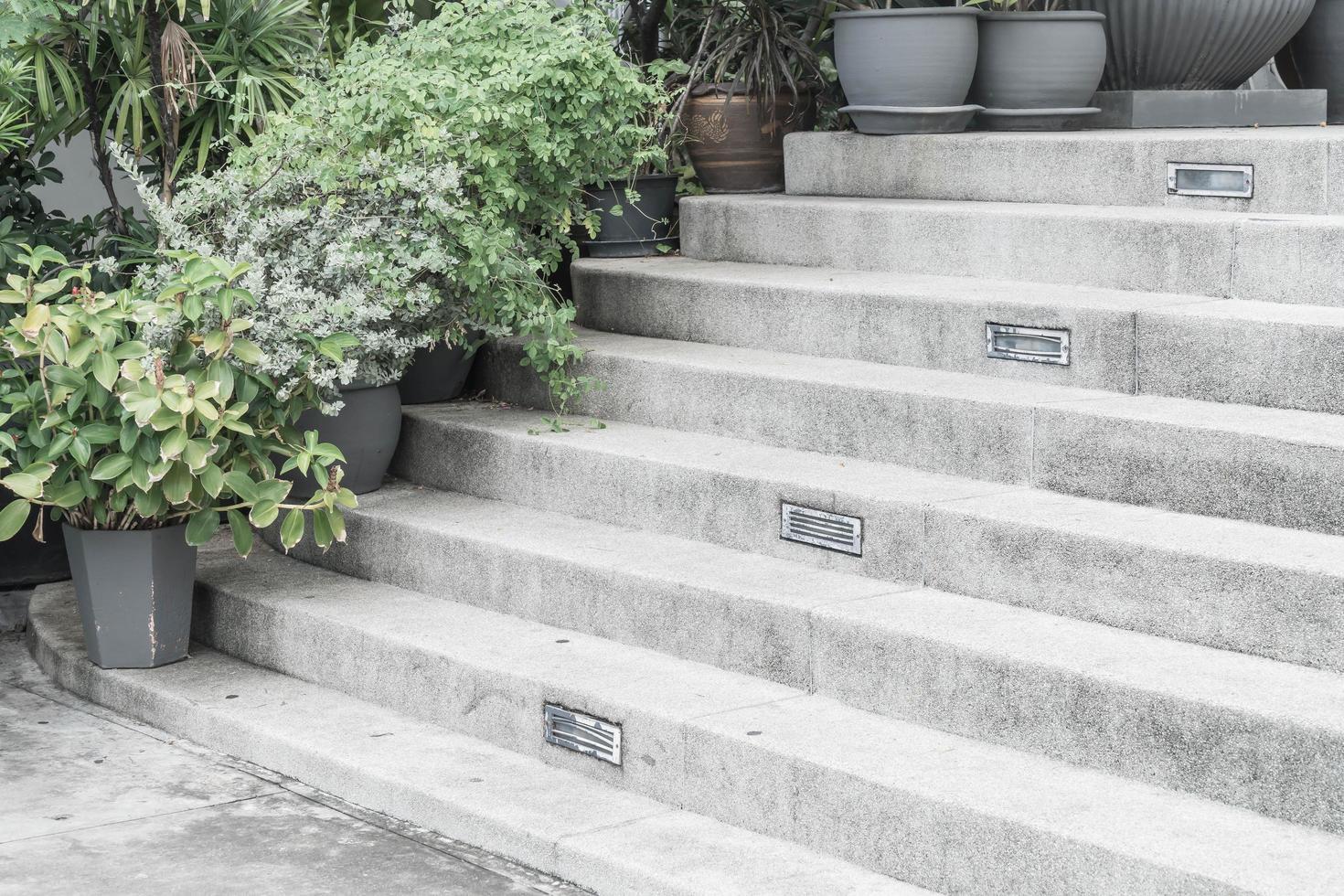 escalera de piedra vacía foto