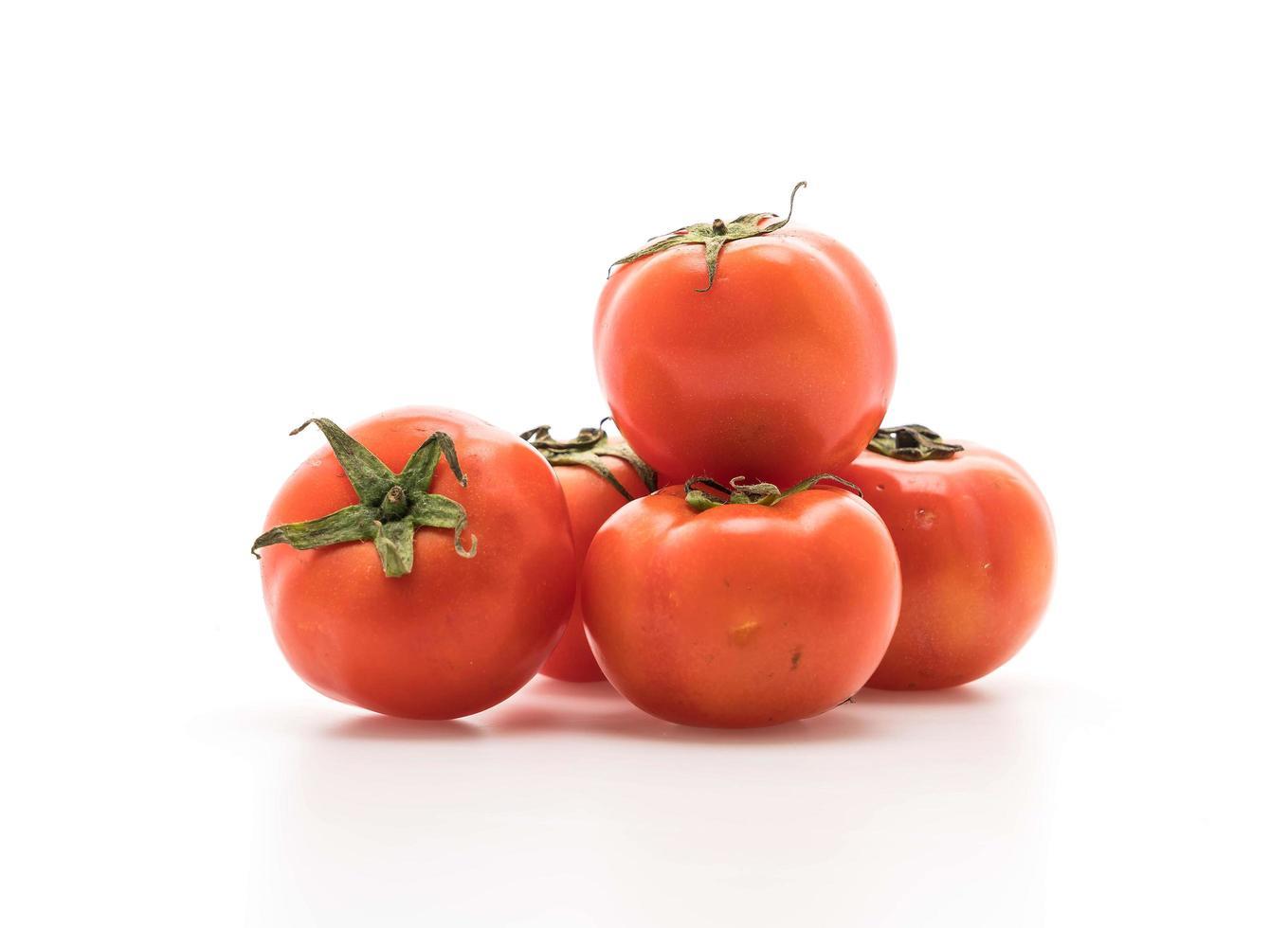 tomates fraîches sur fond blanc photo
