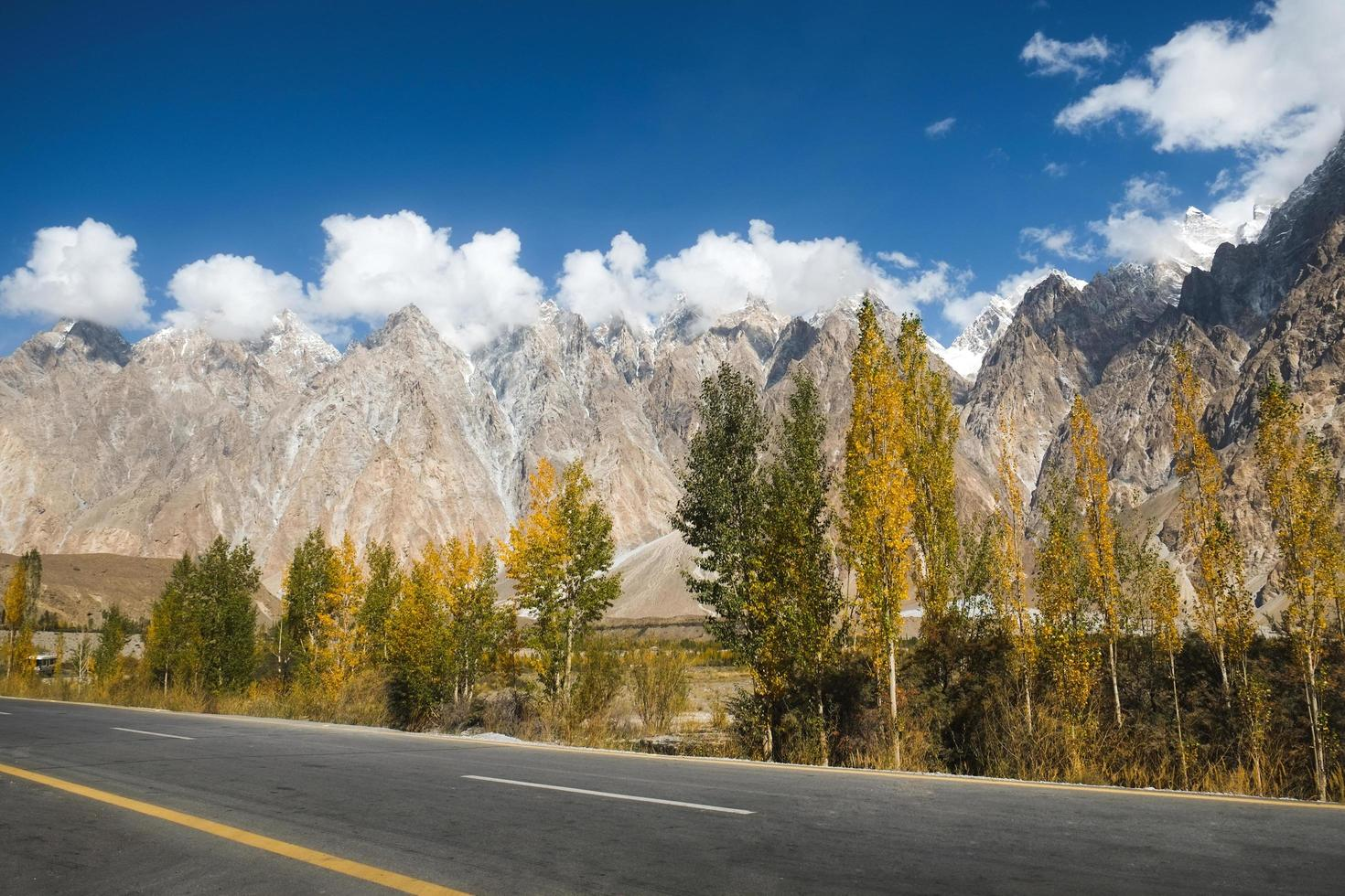 conos passu en el rango de karakoram, pakistán foto