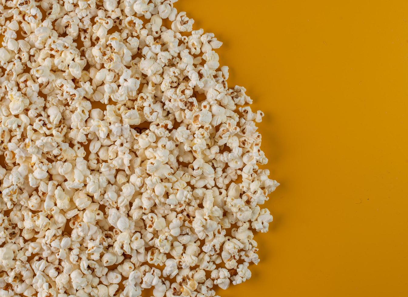 vista superior de palomitas de maíz foto