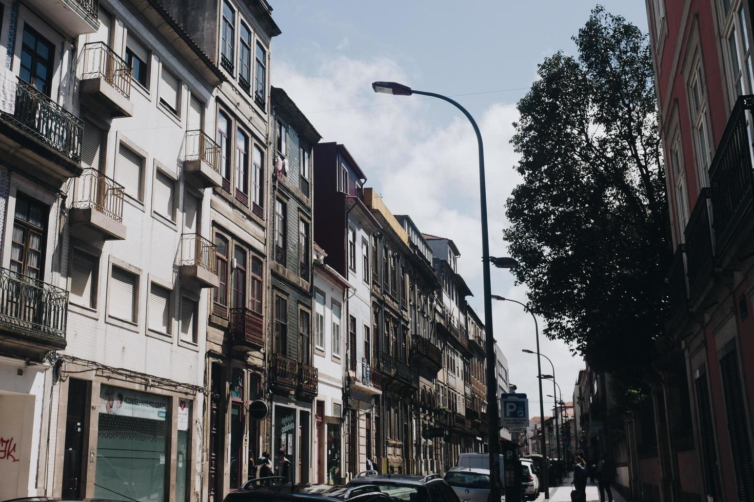 vista del paisaje urbano de la luz de la calle foto