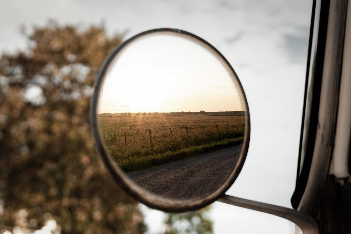 espejo lateral del vehículo foto