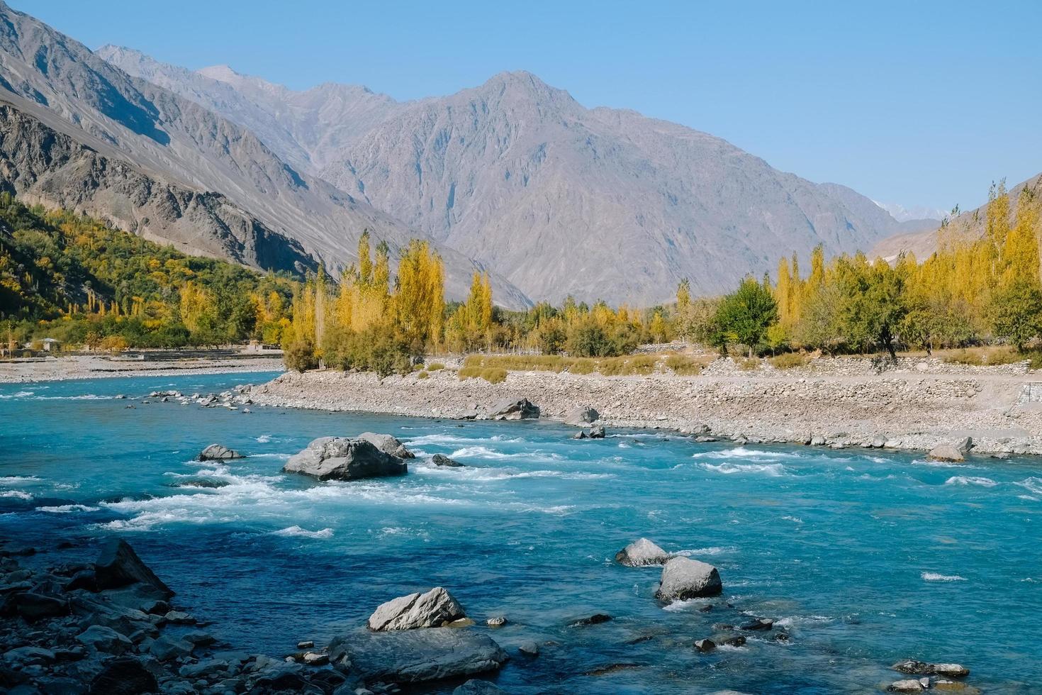 río azul turquesa foto