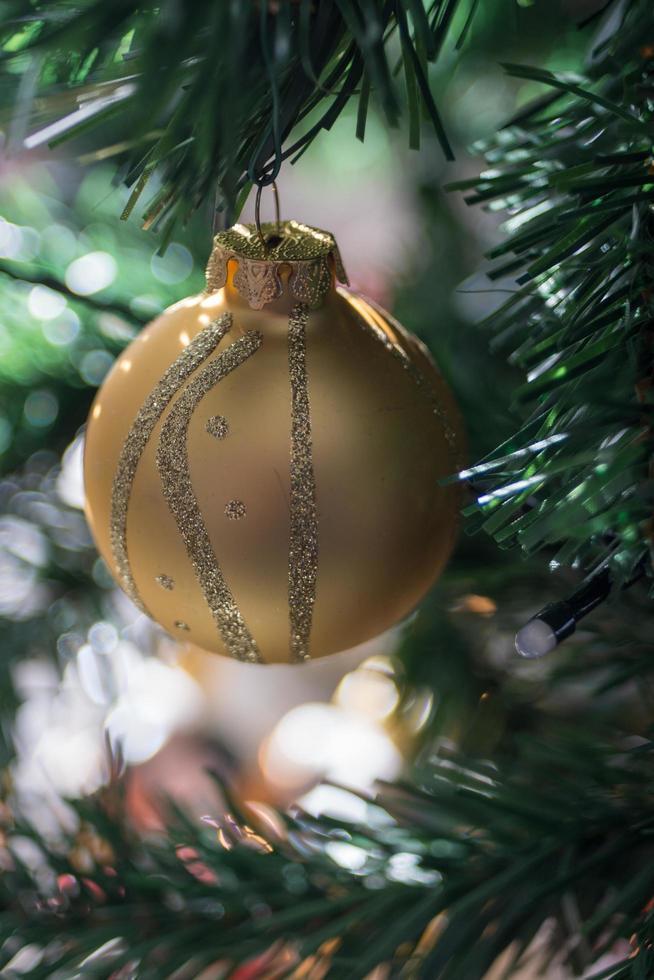 bombilla de árbol de navidad foto