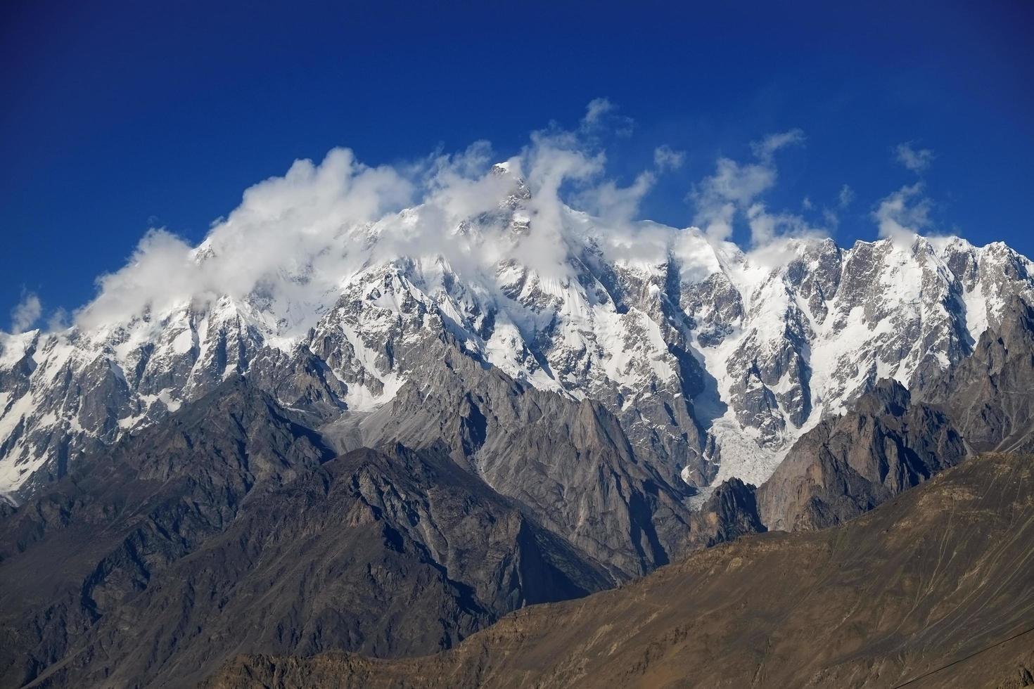 montaña ultar sar foto