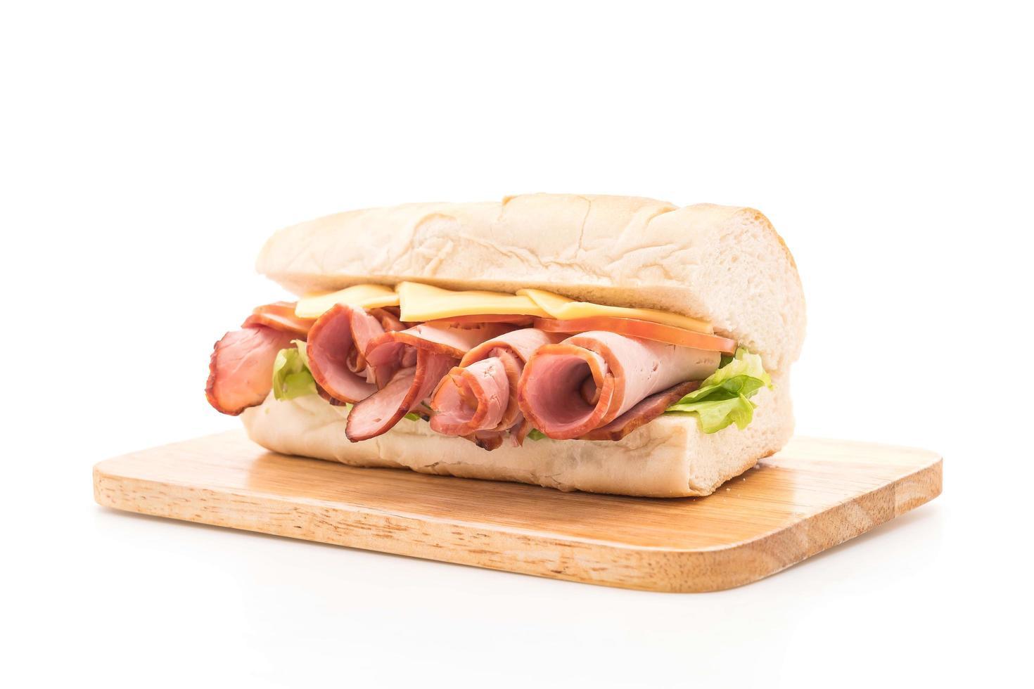 sándwich submarino de jamón y ensalada foto