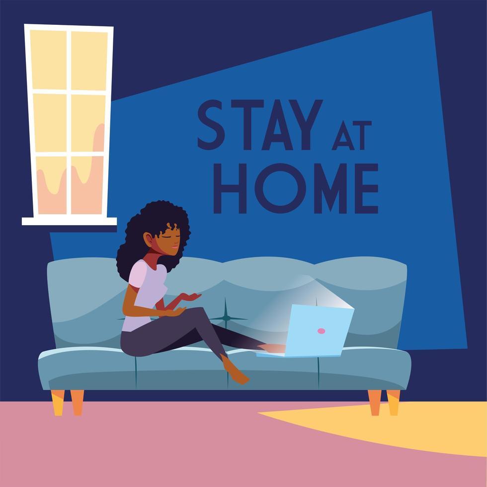 rester à la maison sensibilisation et femme sur canapé avec ordinateur portable vecteur