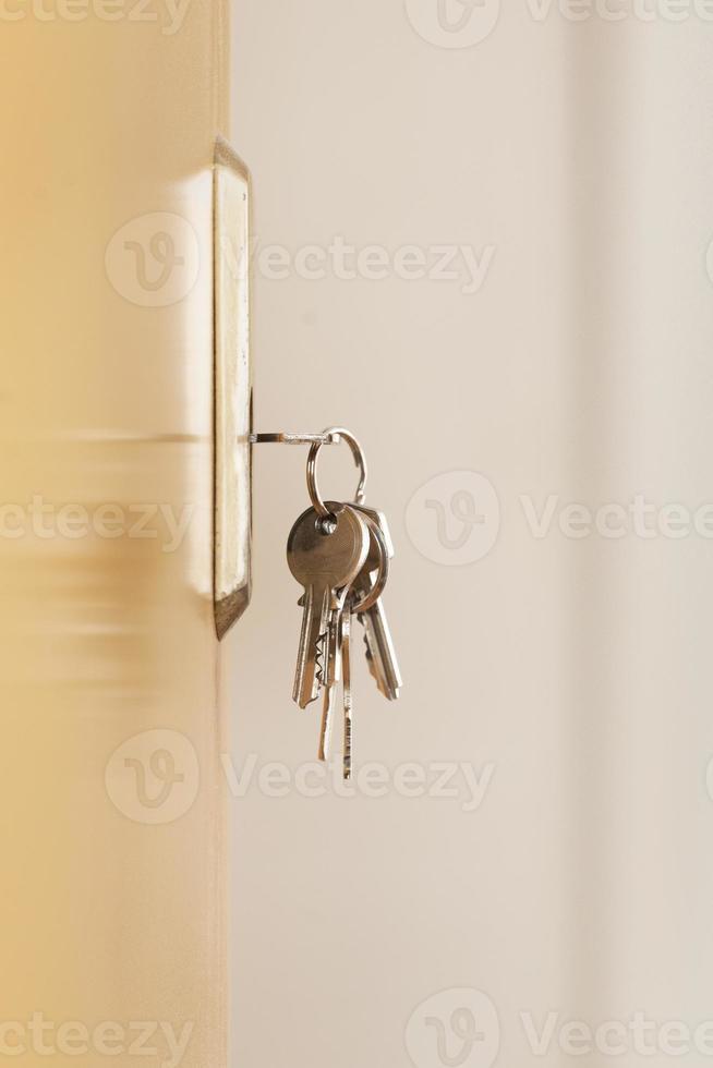 llaves en su cerradura foto