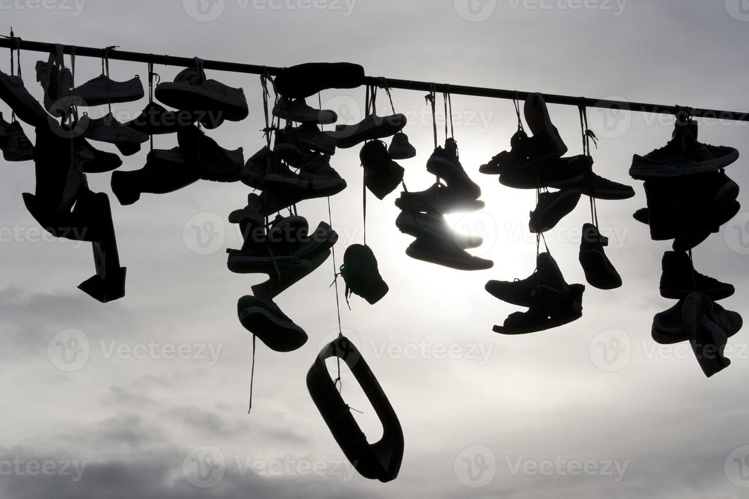 zapatos en la cuerda foto