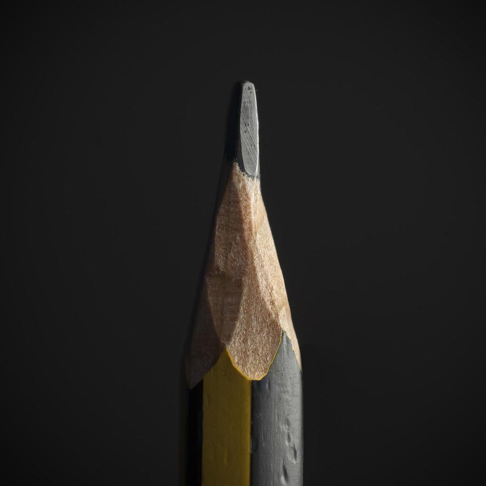 Primer plano de un lápiz negro y amarillo foto