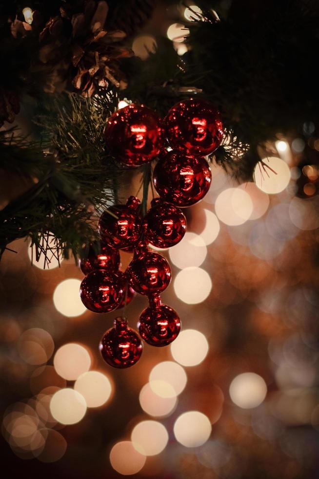 primer plano, de, rojo, bolas de navidad foto