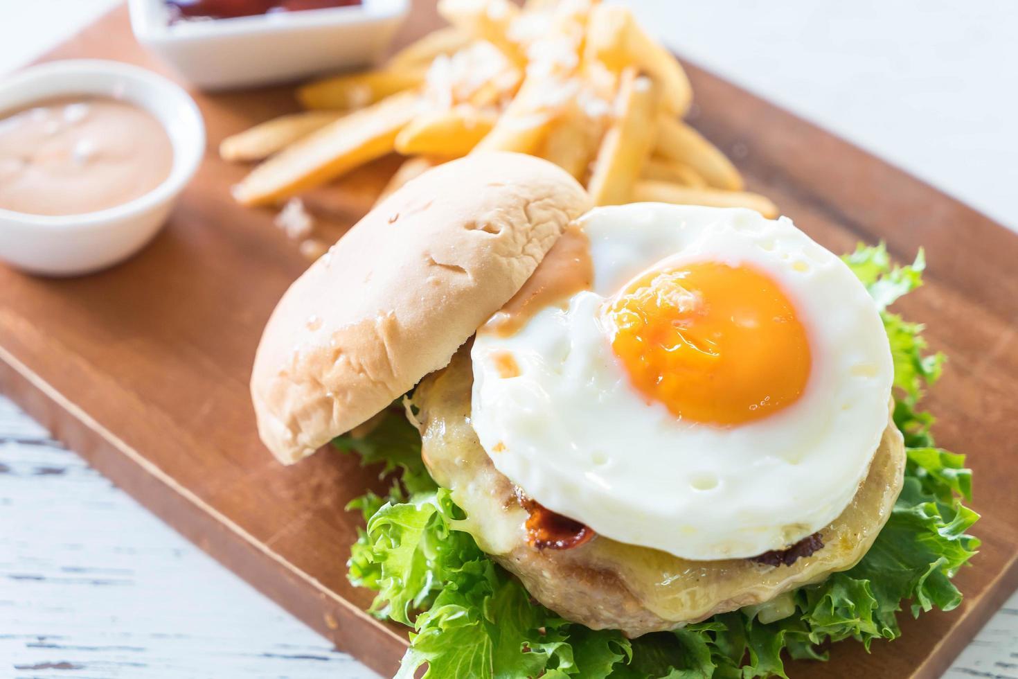 hamburguesa de cerdo con queso foto