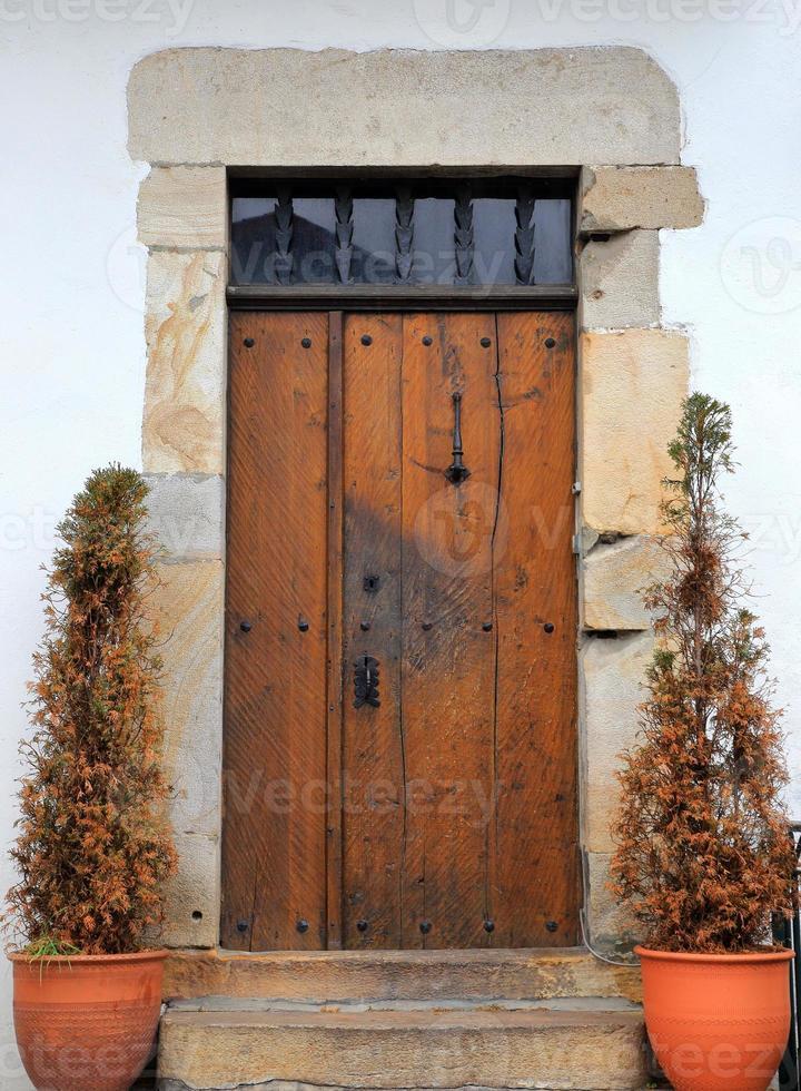 puerta vieja-sare-francia foto
