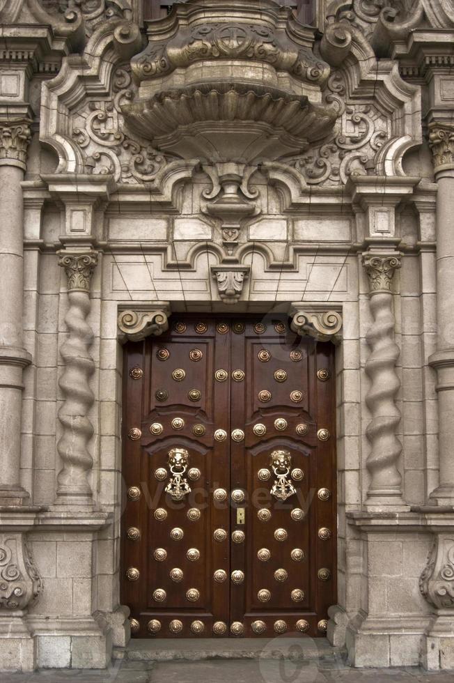 catedral de lima. puerta. foto