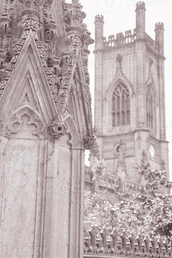 Detalle de las ruinas de la iglesia de San Lucas, Liverpool foto