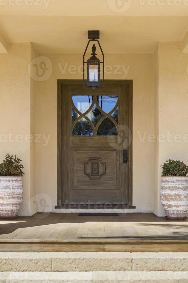 puerta de entrada, ancha y marrón foto