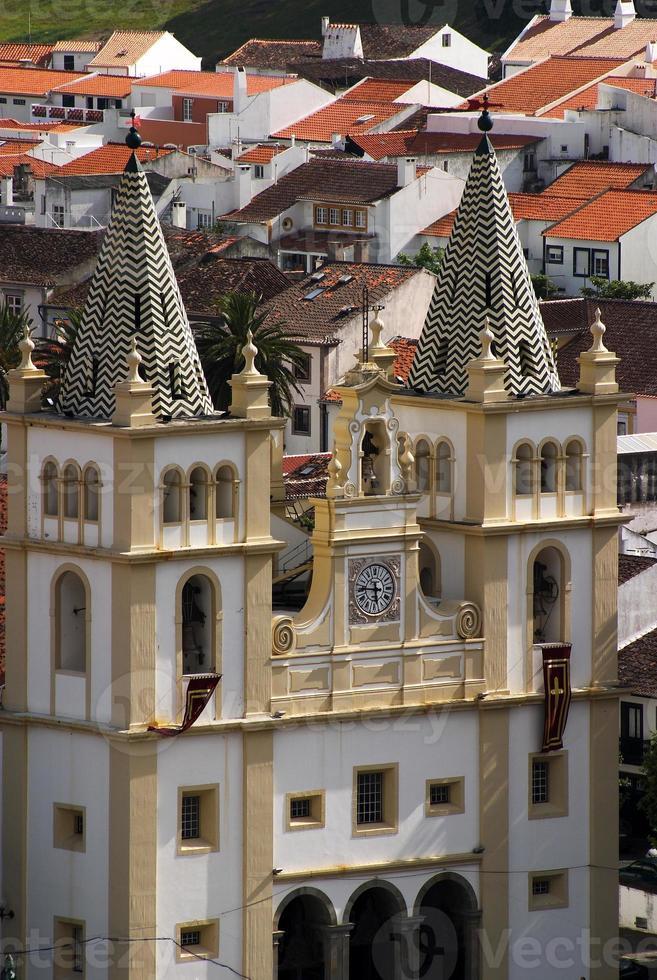 portugal, islas azores, terceira. fachada de la iglesia barroca foto