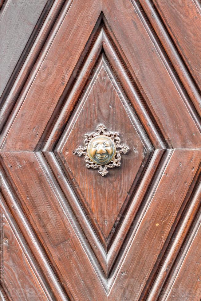 apfelweibla, pomo de puerta vintage en puerta antigua, fondo foto