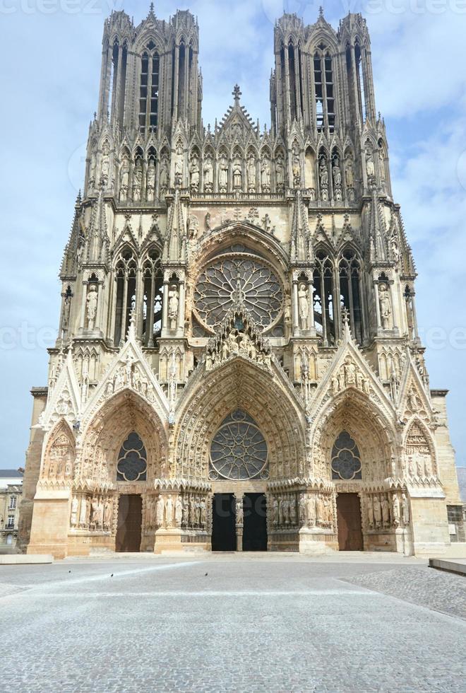 fachada de la catedral foto