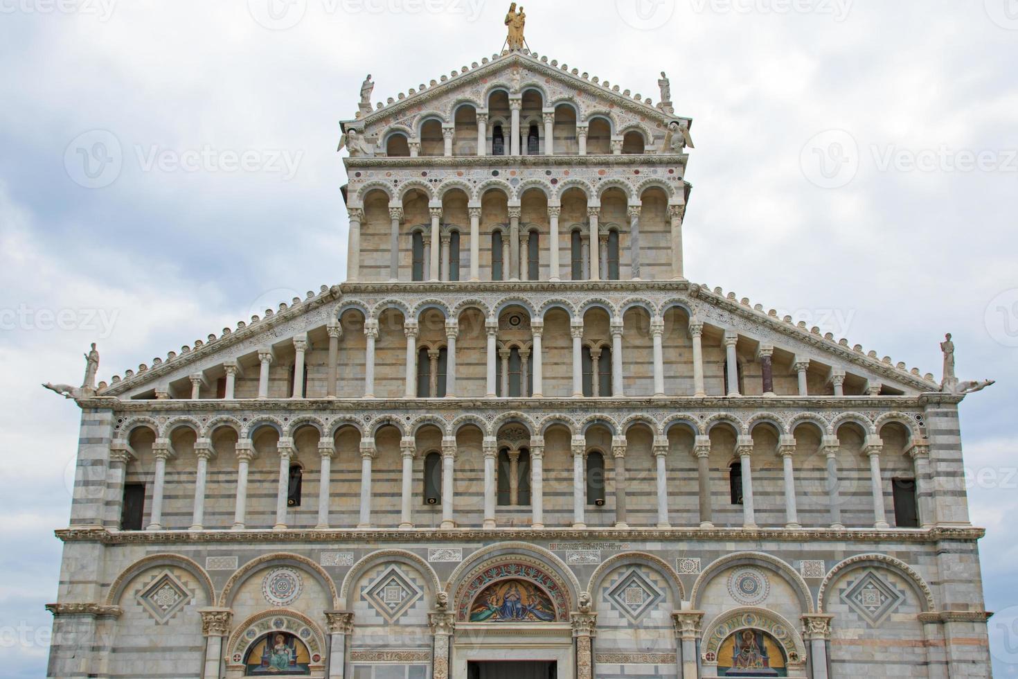 fachada de la catedral de pisa foto
