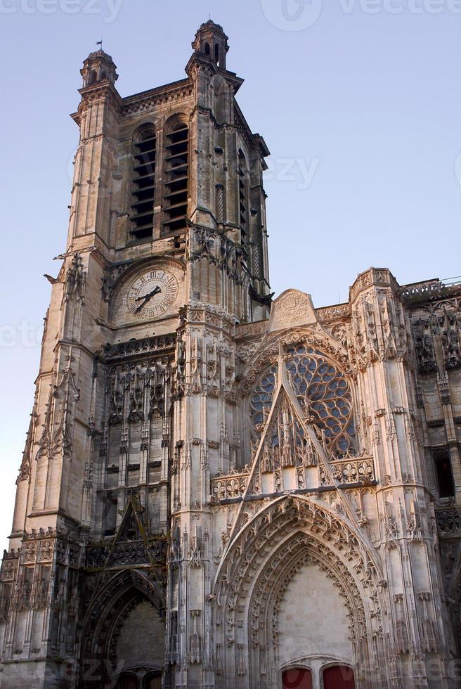 fachada gótica de la catedral foto