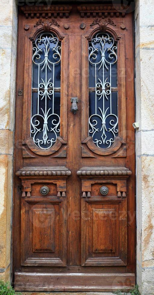 puerta vintage-sare-francia foto