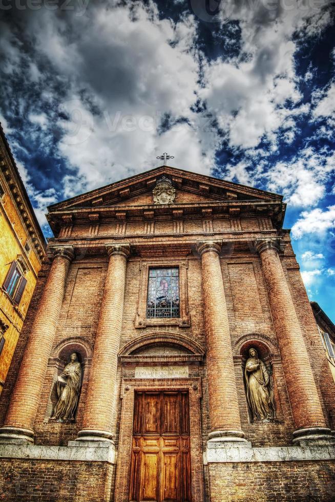 iglesia de san cristoforo en siena foto