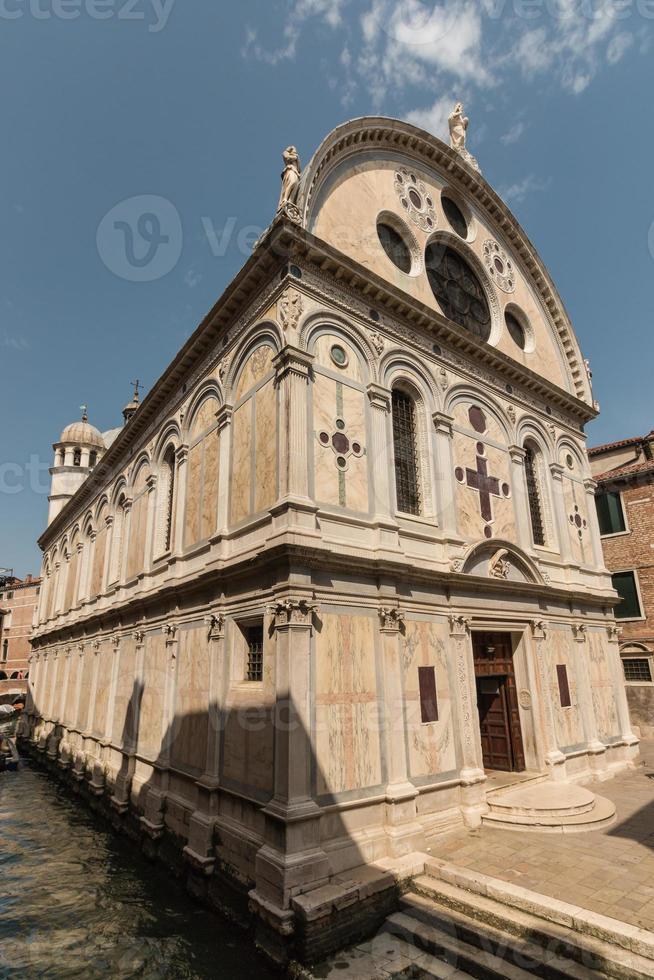 Iglesia de Santa Maria dei Miracoli en Venecia. foto
