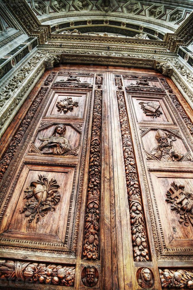 puerta principal santa croce en hdr foto