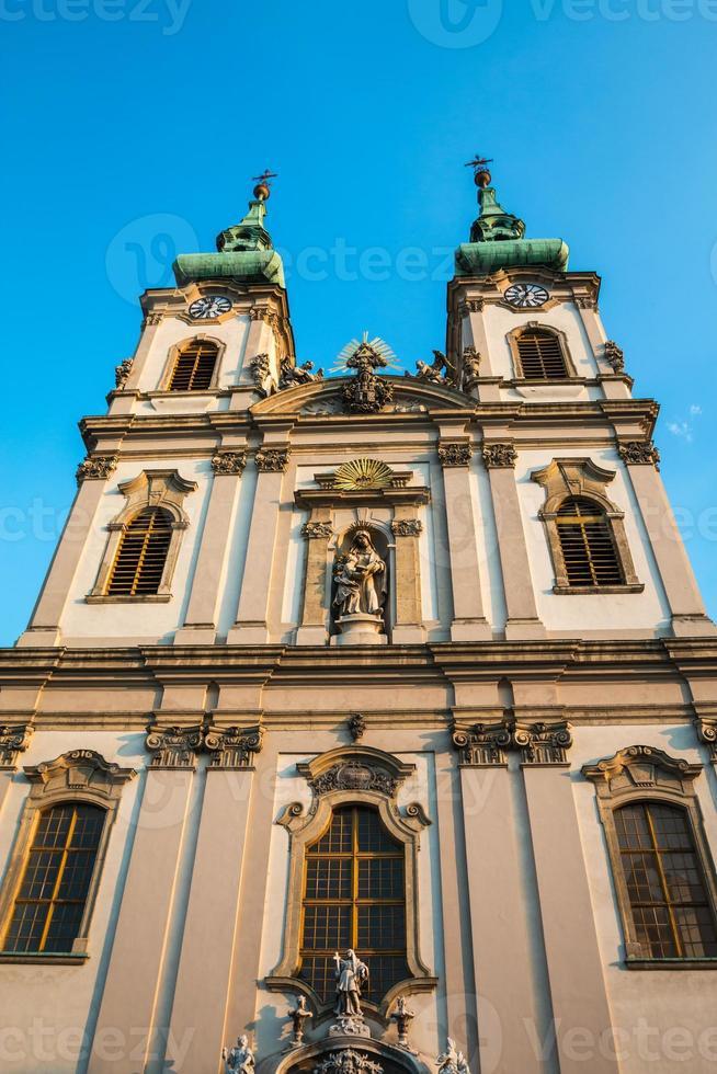 Fachada de la iglesia de Santa Ana en Budapest Hungría foto