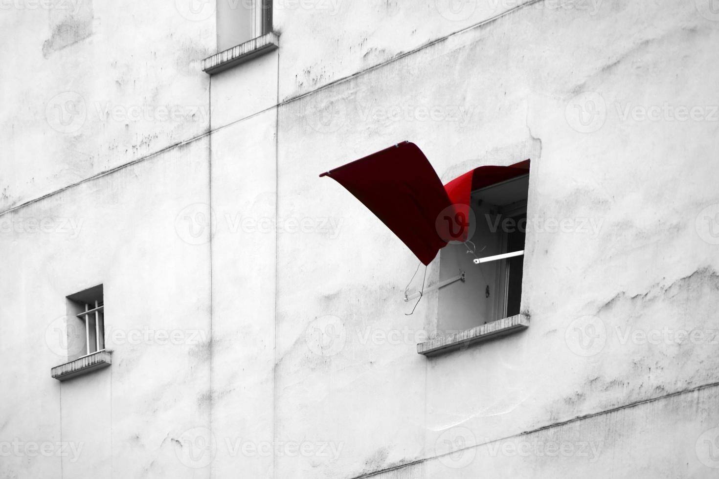 persiana de la ventana revoloteando foto