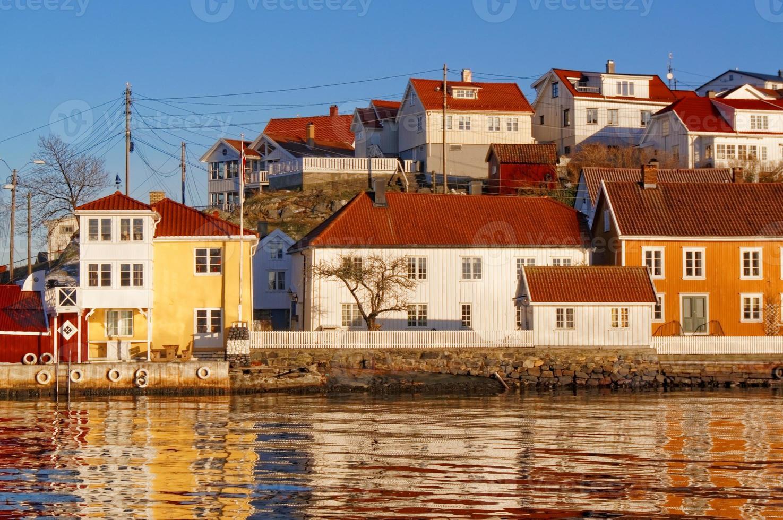coloridos edificios en el puerto de edificios antiguos foto