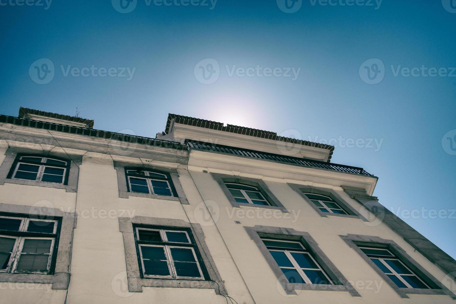 zon achter huis foto