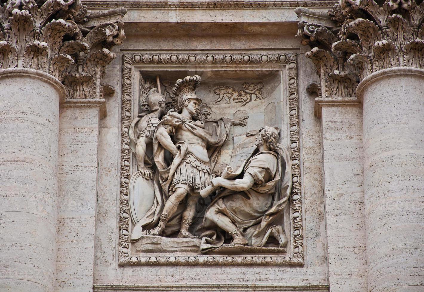 detalhe da fonte di trevi de roma itália foto
