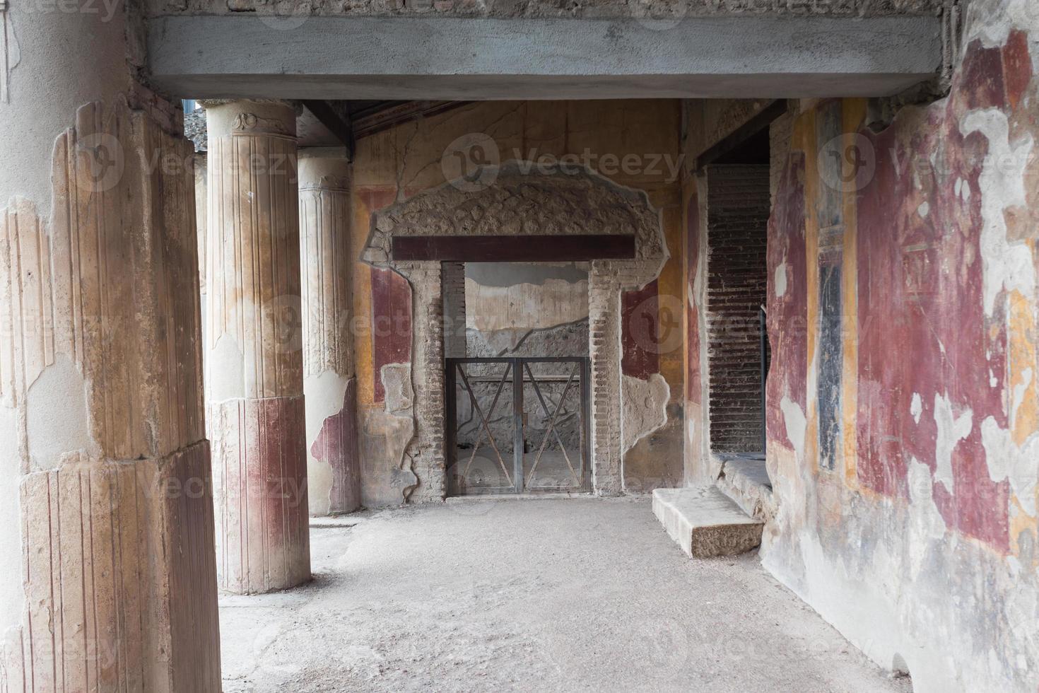 El famoso sitio antiguo de Pompeya, cerca de Nápoles en Italia foto